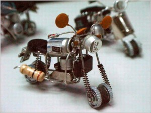 Мотоцикл из радиодеталей.