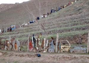 Забор из мусора.