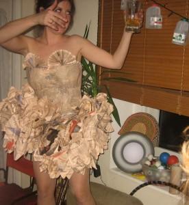 Платье из газеты.