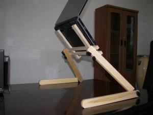 Подставка для ноутбука из дерева.