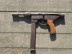 Сувенирное оружие из металлолома.