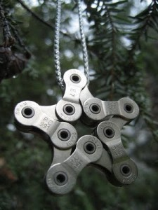 Сувенир из велосипедной цепи.
