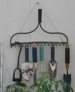 Хранение садового инвентаря.