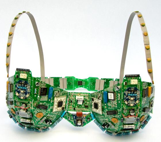 Оригинальные сувениры из электронных плат