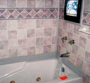 Телевизор в ванной.