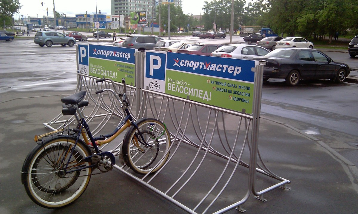 Реклама на велосипедных парковках