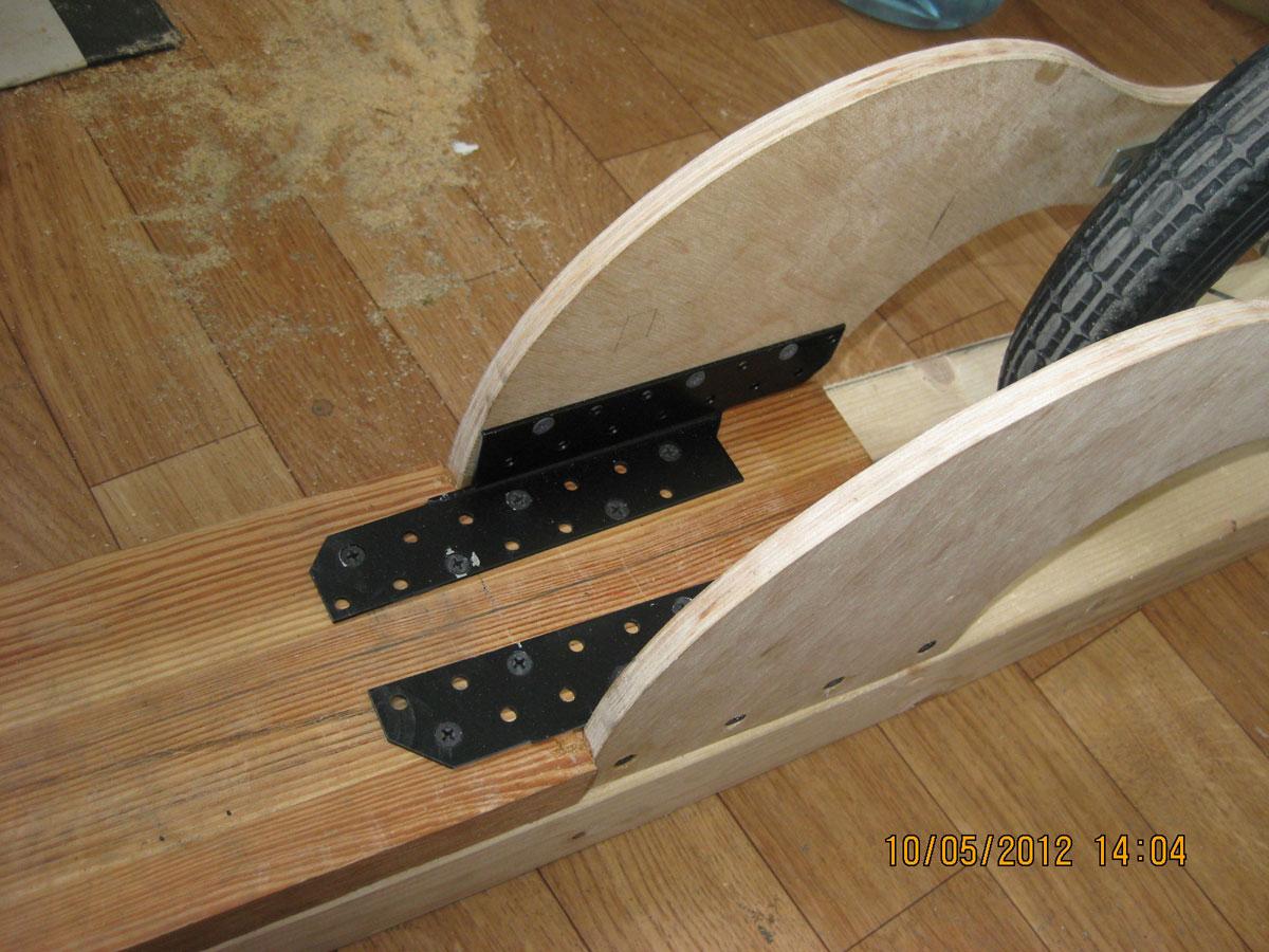 Самодельный деревянный самокат