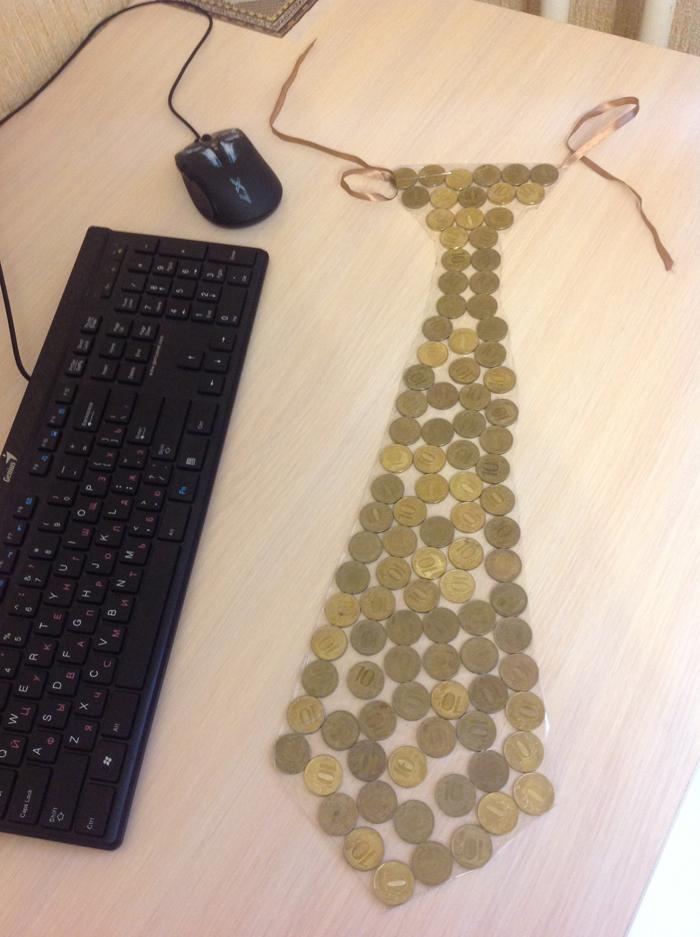 Галстук из монет