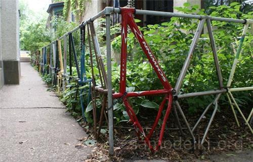 Забор из велосипедных рам