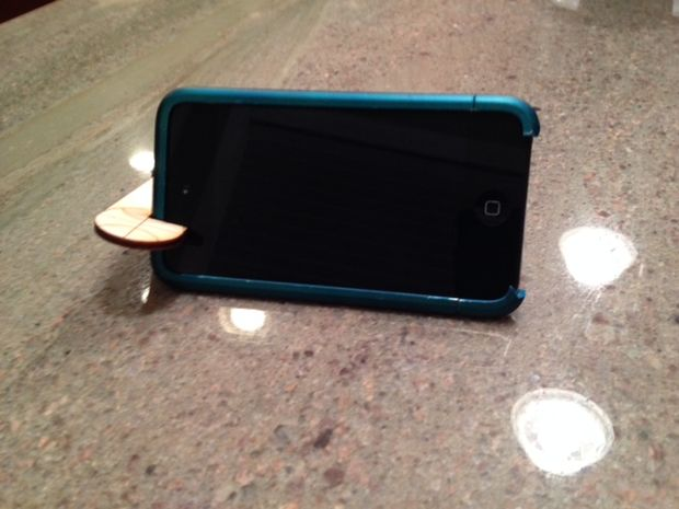 Деревянная подставка для смартфона своими руками
