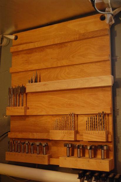 Открытый шкафчик для хранения сверл