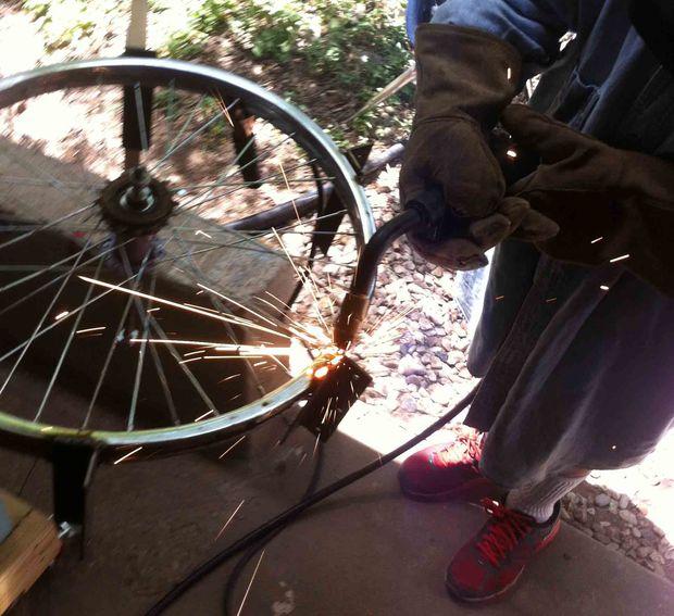 Самодельный катамаран из велосипеда и пластиковых бутылей от воды
