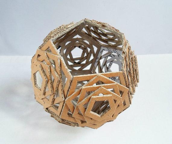 Самодельный настольный светильник из картона