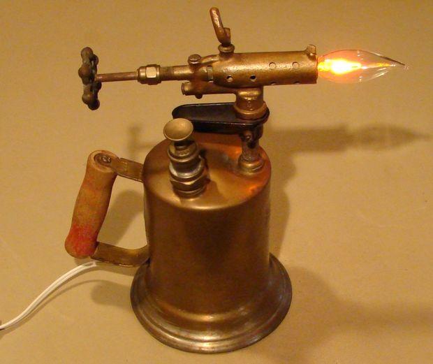 Самодельный светильник из паяльной лампы