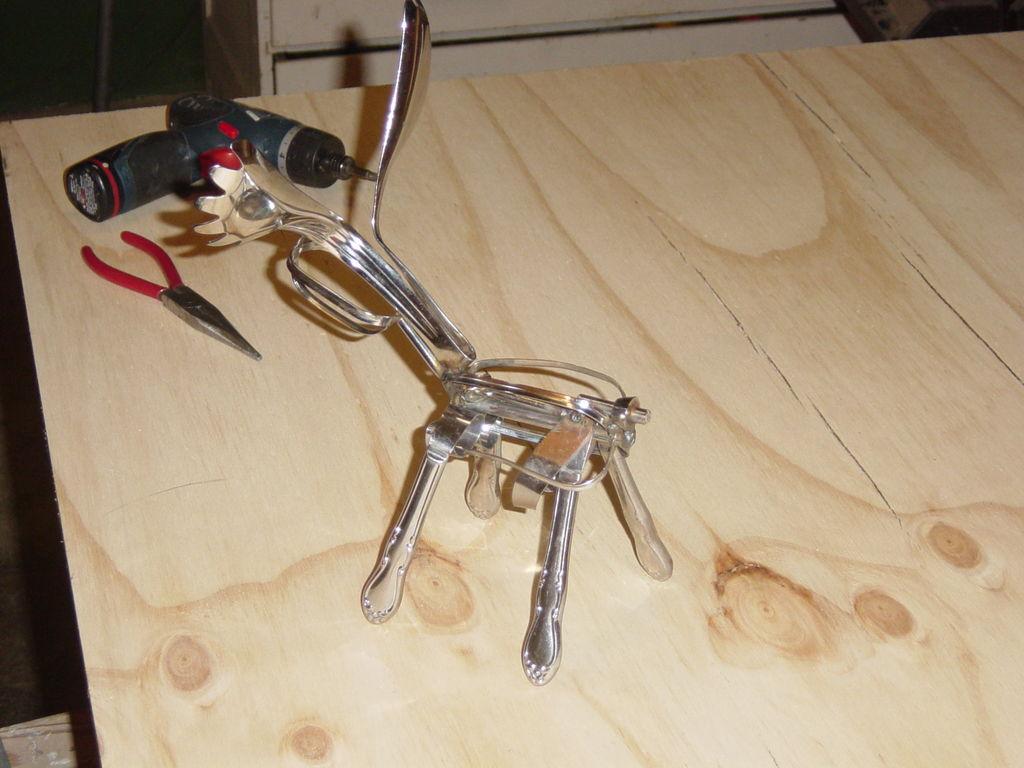 Сувенирный олень из кухонной утвари