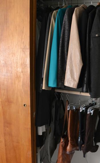 Хранение обуви и сумок в шкафу
