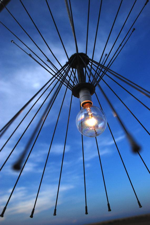 Оригинальные светильники своими руками из колес и спиц