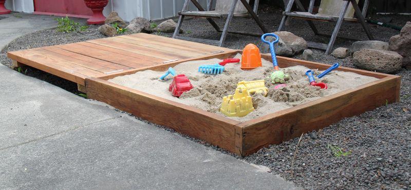 Песочница для детей с крышкой