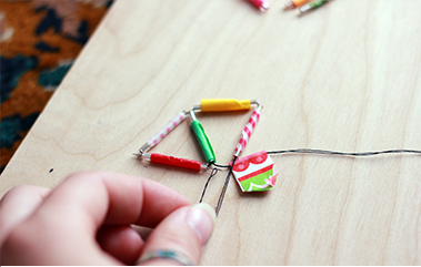 Подвеска для цепочки из стеклянных трубок