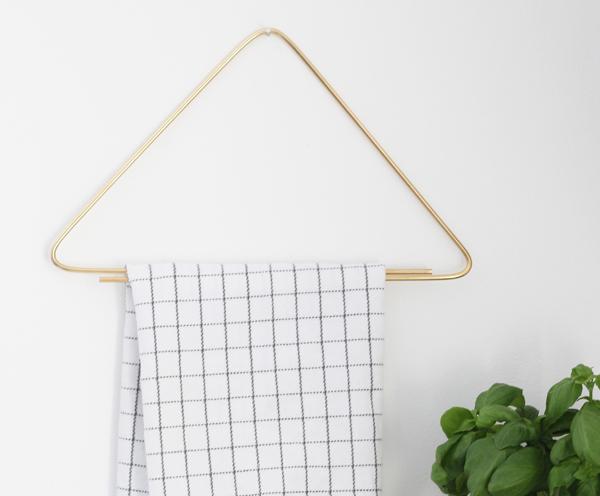 Простейшая вешалка для полотенец