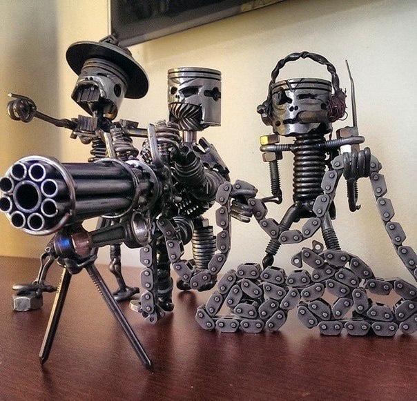 surovye-roboty-iz-metallicheskogo-xlama-01