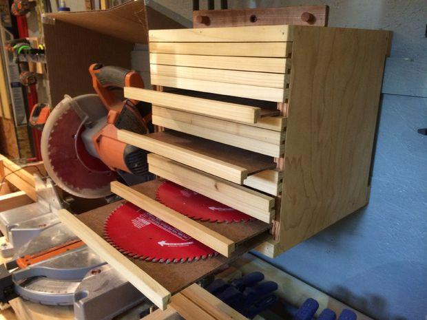 Удобное хранение пильных кругов от циркулярной пилы