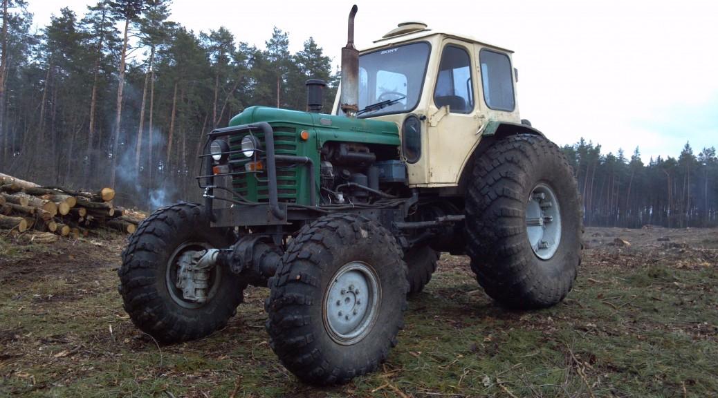 Барная стойка из капота от трактора