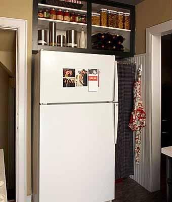 Навесной шкаф над холодильником