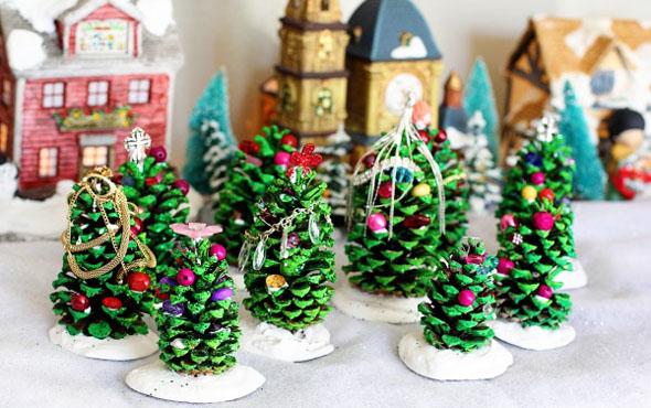 Новогодние елки из шишек