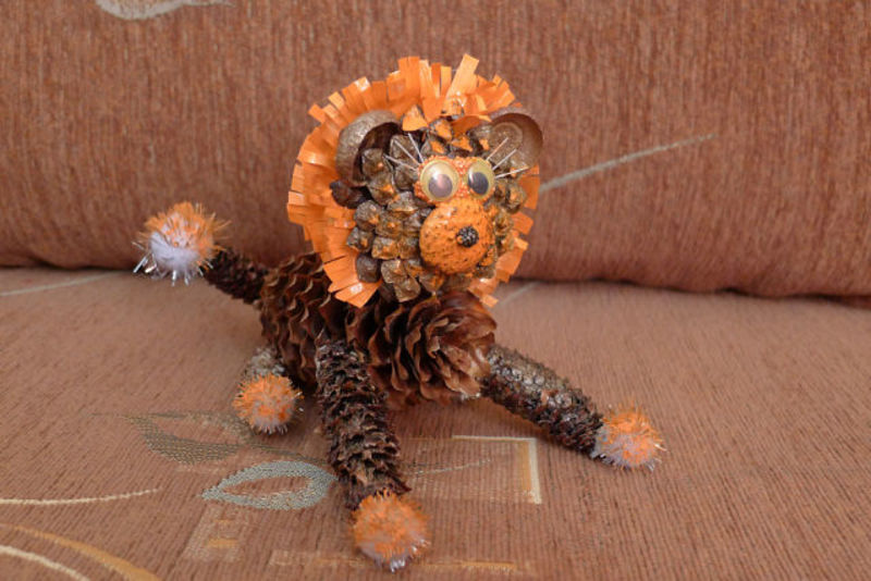 Поделки из шишек своими руками - Лев