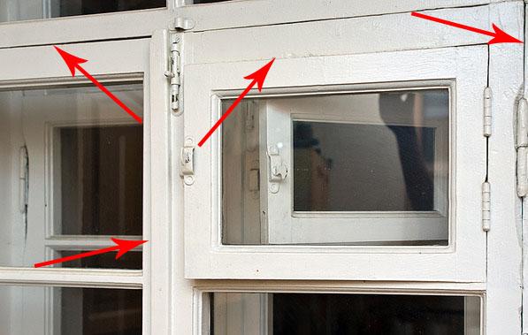 Из-за щелей нужно утеплять старые окна