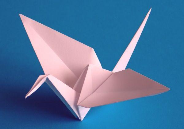 Бумажный оригами журавль