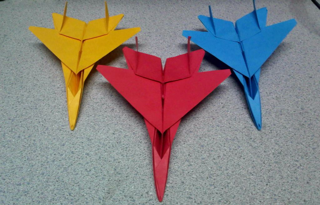 Крутой оригами-истребитель