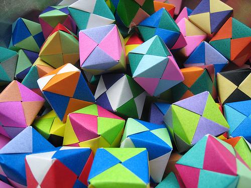 Сделаем много бумажных кубиков!