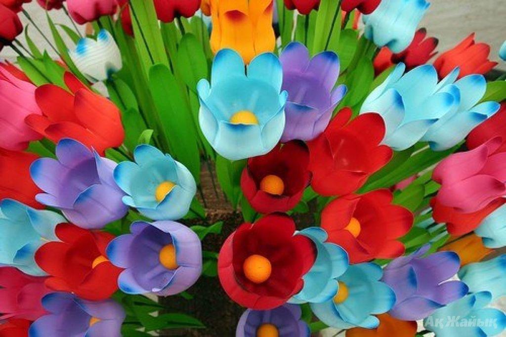 Тюльпаны из бутылок