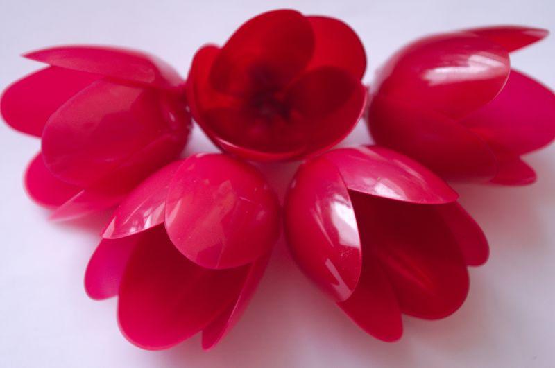 Бутоны пластмассовых тюльпанов